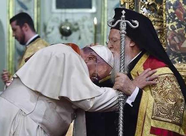 L'incontro di Bartolomeo con Papa Francesco (29 novembre 2014) <br> Foto Afp/Sir